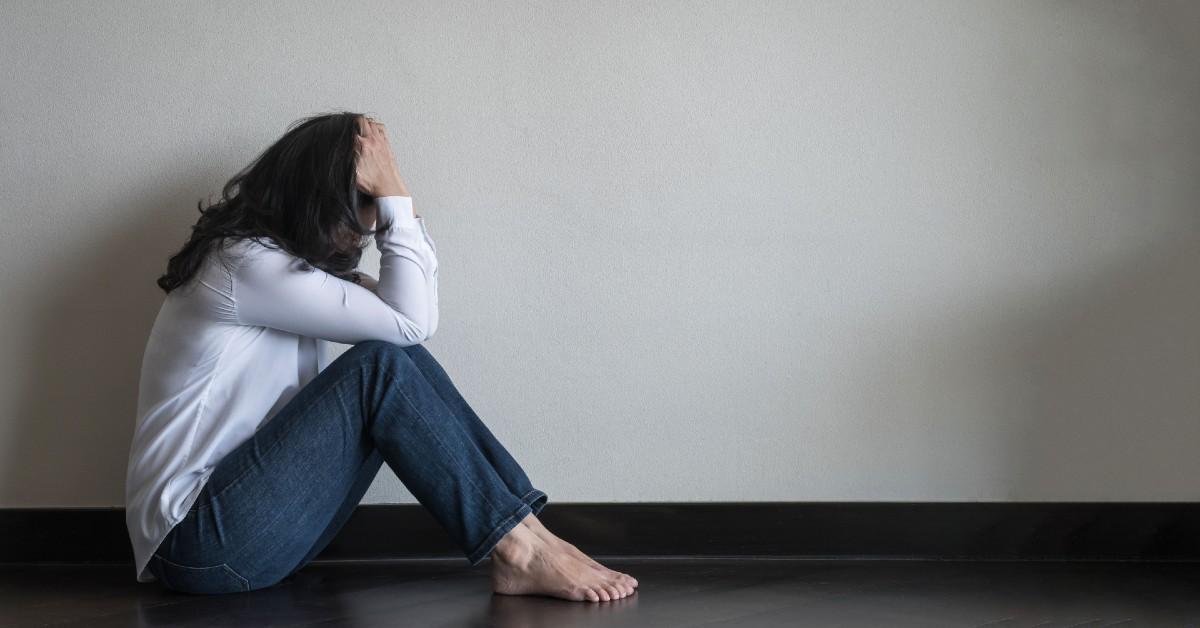 femeie-cu-simptome-anxietate